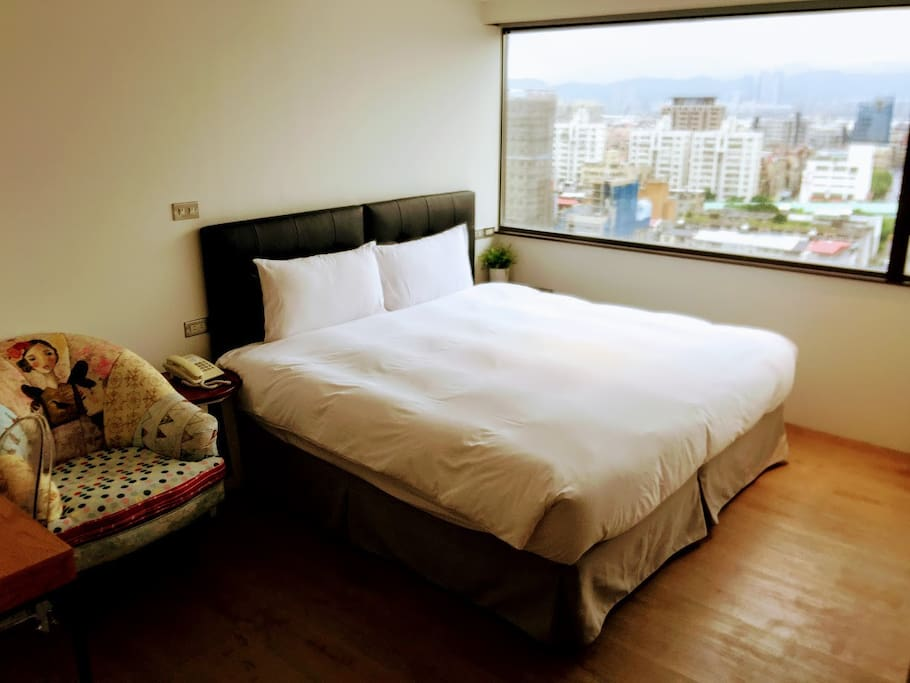 Elegant, Bright and Clean room with warm atmosphere! (Newly renovated from April 2017)