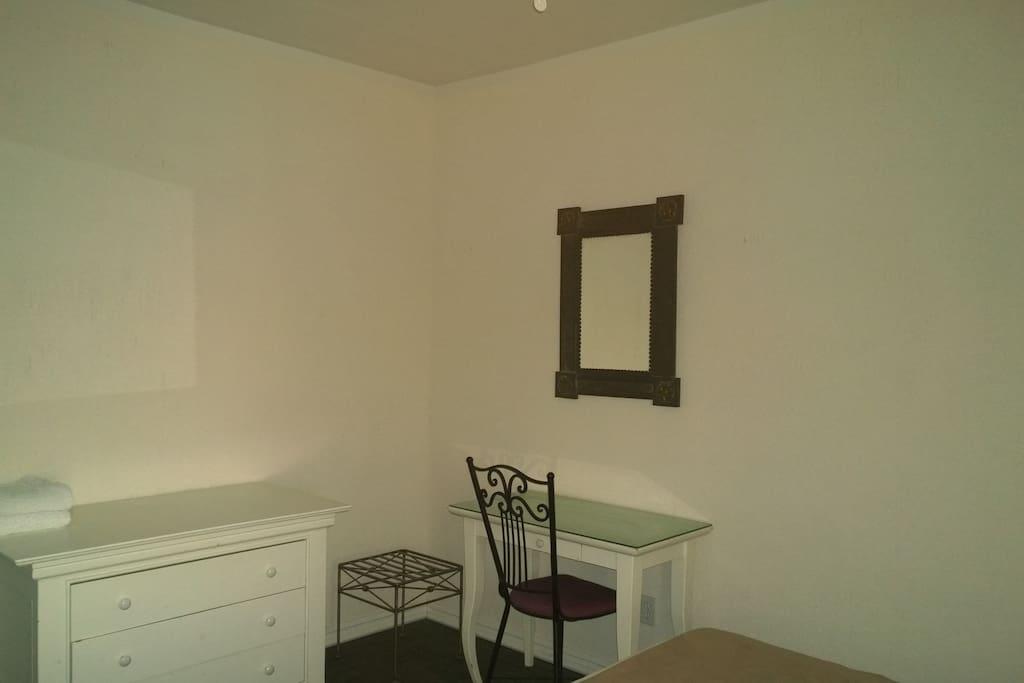 No 12 bonito cuarto con ba o in rosarito baja for Pabellon para cama king size