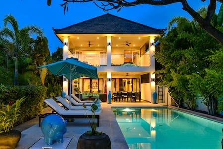 Private & Cozy Pool Villa w/ Charming Beach View