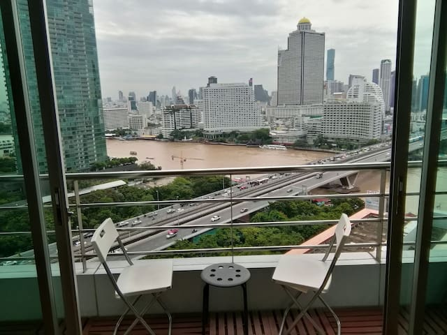 Riverview 3BR condo 142 sqm near Iconsiam. Netflix