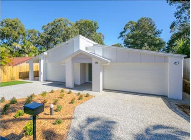 BIRKDALE RESIDENCE * CLOSE TO GC2018 VENUES *