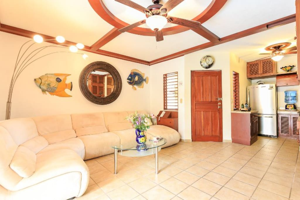 Living room with open spaces to be comfortable and spend the best time with friends or family