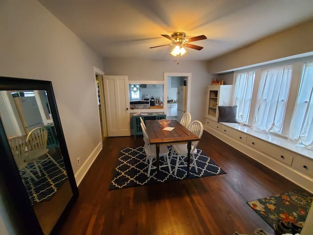 ***Cozy Home Close to CLE & Airport 10 Min***