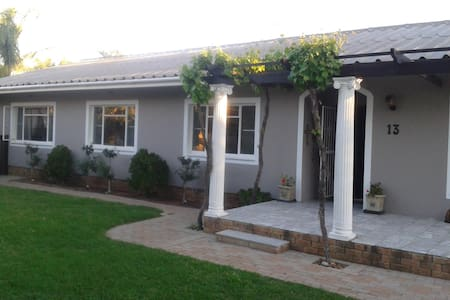 Voni's Cottage - Secluded Garden Cottage