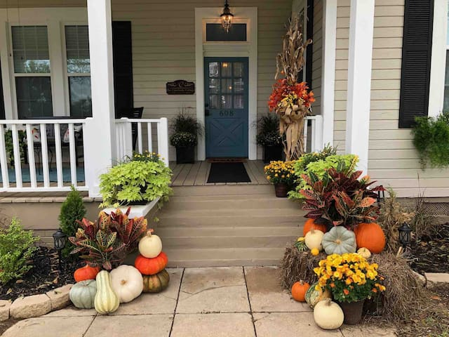The Canebrake Cottage - Book now for the holidays!