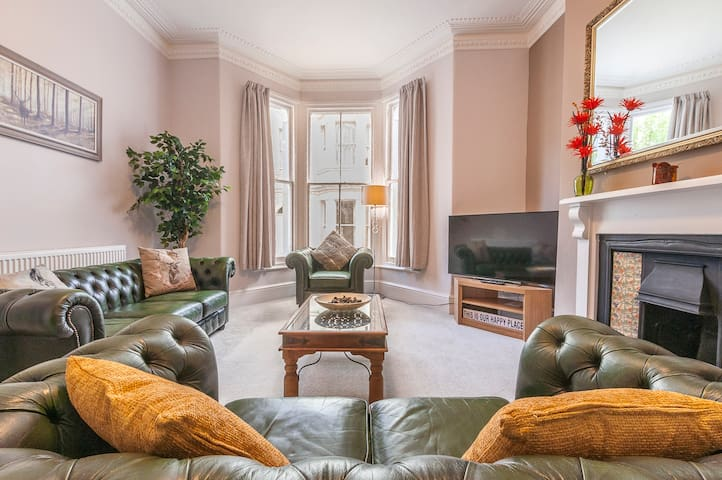 Stags Corner: stay in central Plymouth Hoe in a stylish 5 bed refurbed house for 10