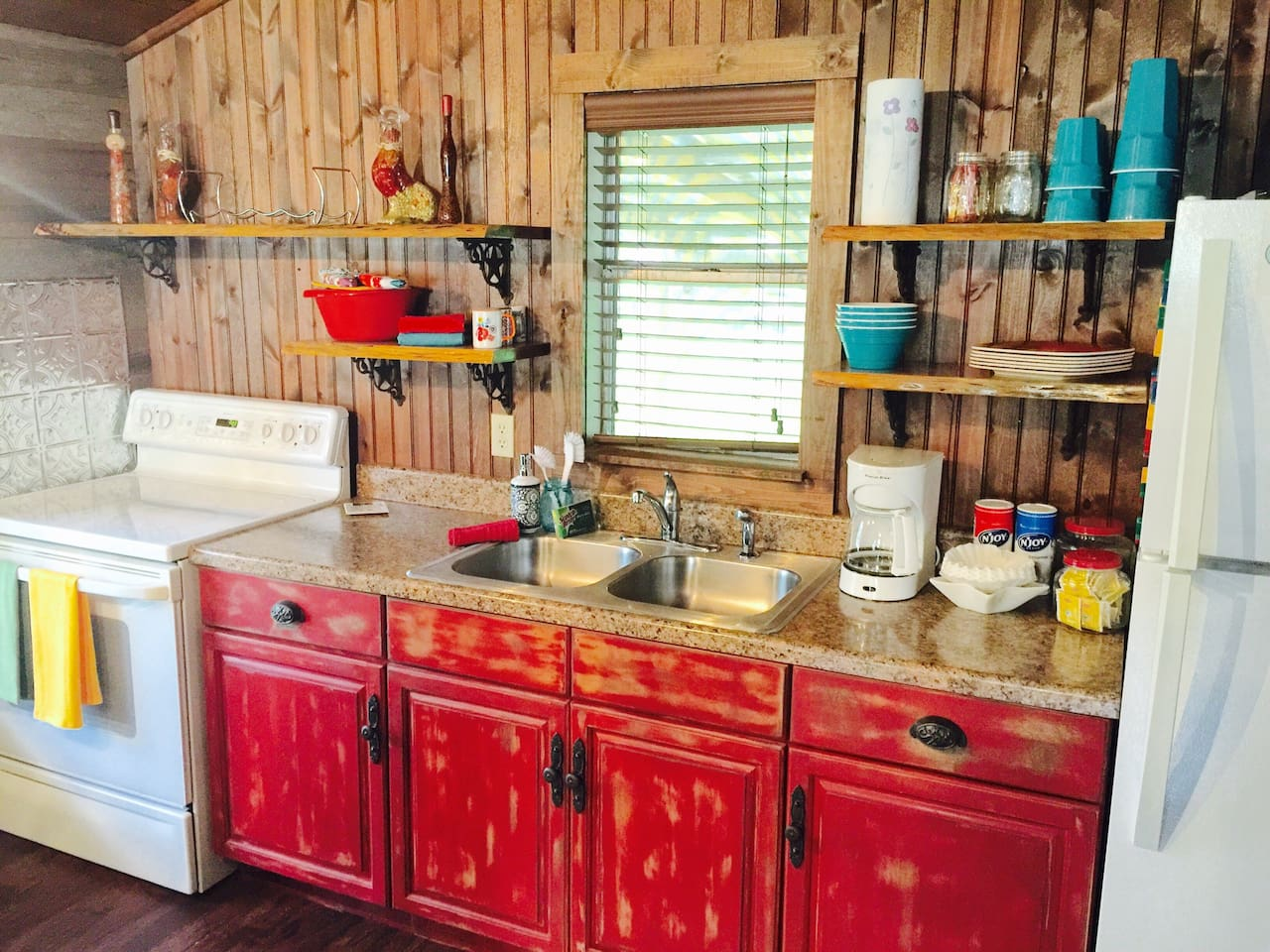 Full Kitchen with everything you need to cook!