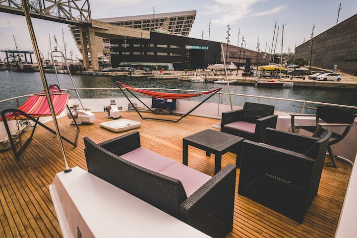 Gorgeous Yacht Boatel Twin Cabin Close To Beach