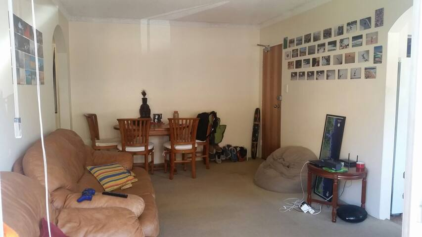 2 Bedrooms great spot withCar Space - Dee Why - Huoneisto