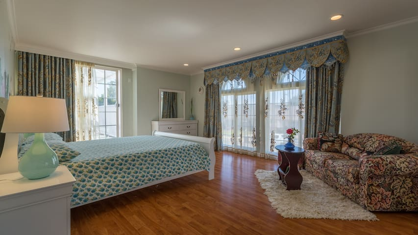 Newly remodeled upstairs bedroom NEAR the 101 fwy - Santa Maria - Villa