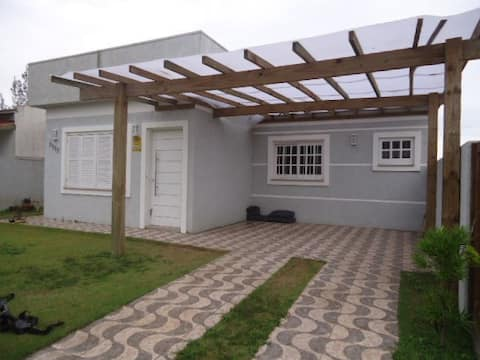 Casa Capão Novo, Wi-fi, NET, 50 mts do MAR