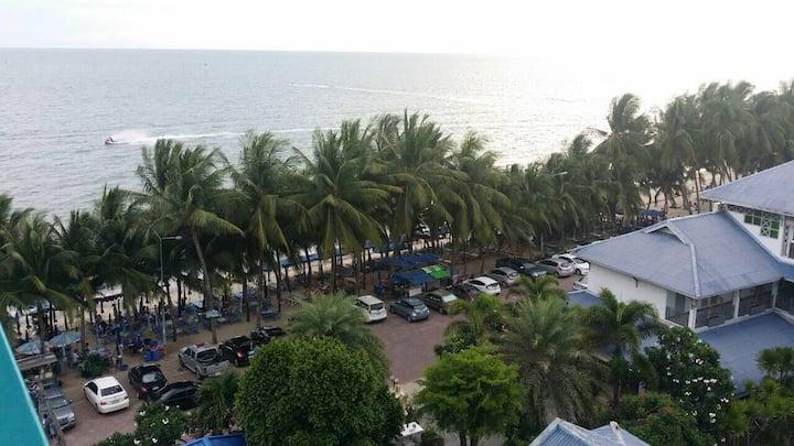 The Beach Bangsaen Condo เดอะ บีช บางแสน คอนโด