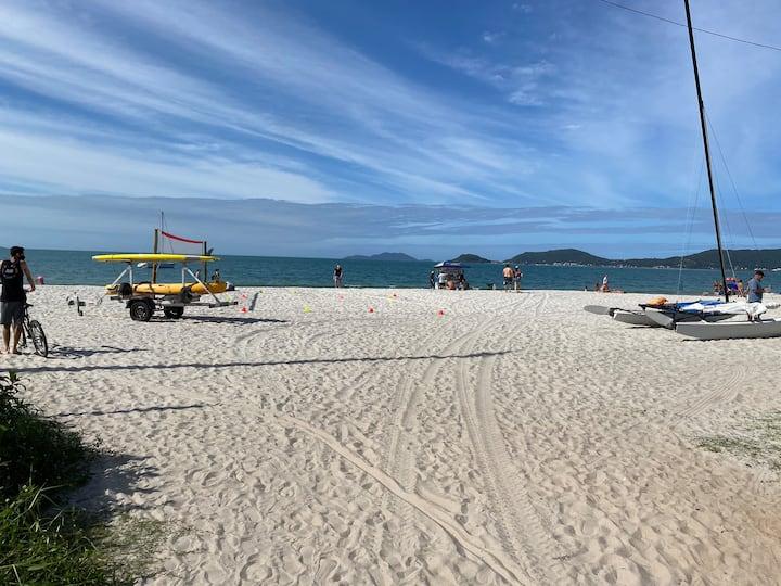Kitnet em Canasvieiras 100 metros da praia!