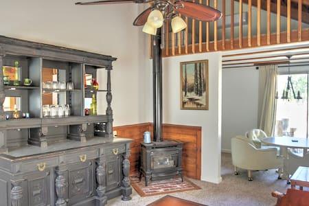 Eccentric Country Cottage Quiet Retreat
