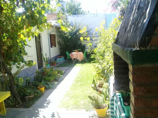 Casita de colores con jardin!