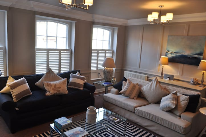 Town Centre Spacious Family Home - Henley-on-Thames - House