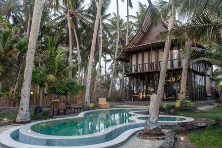 Villa Keong with private beach - Kediri