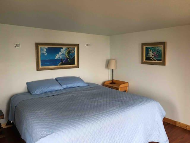 La chambre des maîtres face à l'océan qui rend chaque matin magique.