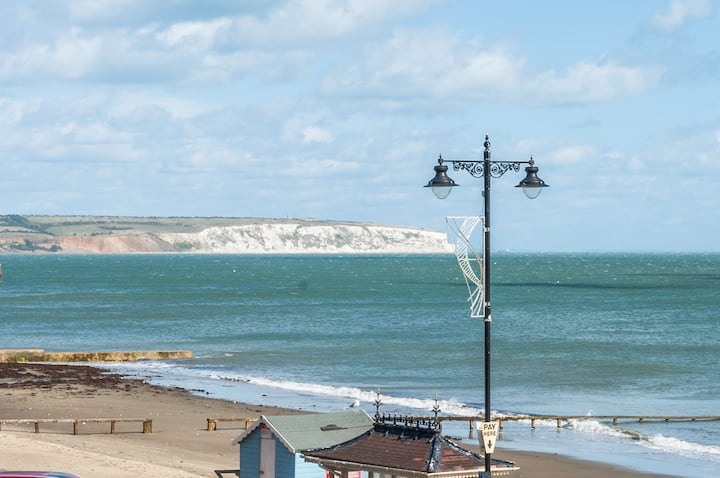 Shanklin Beach Front Apartment - Good Sea Views