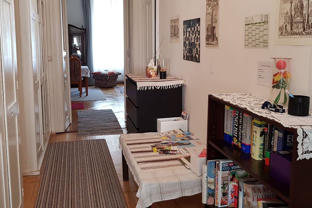 Vorzimmer mit Blick ins Wohnzimmer