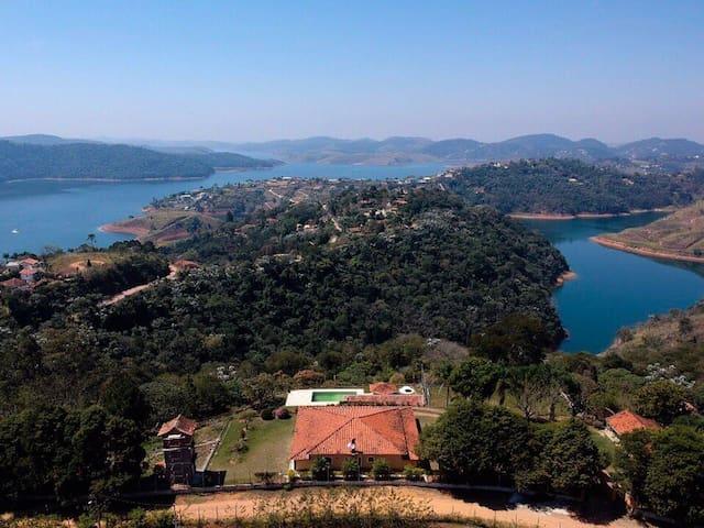 Chácara com vista pra represa, piscina, TV e wifi