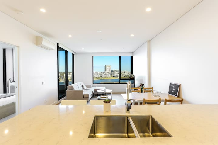 Water Front Modern Apartment at Wentworth Point