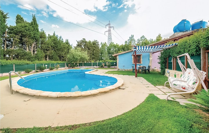 Stunning home in Villacidro VS with 2 Bedrooms