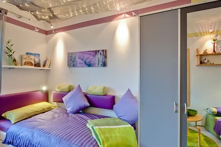 **TOP EQUIPPED ROOM + PRIVATE BATH in lovely flat* - Vaterstetten - Apartamento
