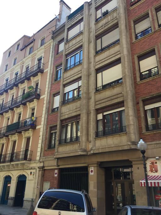 Espacioso piso bilbao centro apartamentos en alquiler en for Pisos en bilbao centro