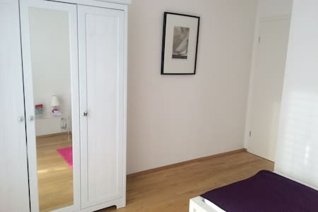 Zimmer(11m²) in 3 Zi.Whg. MesseRiem - München - Bed & Breakfast
