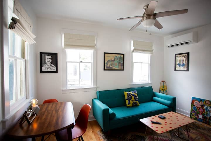 Cozy Art Villa in Historic Charleston, SC