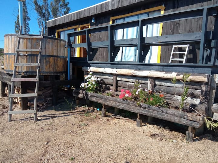 Cómoda cabaña en el campo con hot tub privado