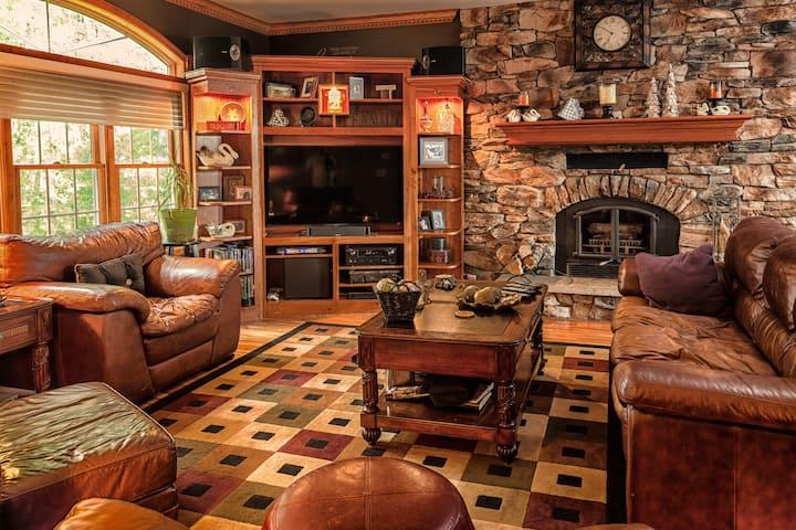 Casa Bella Rosa - Private Custom 100 acre Estate
