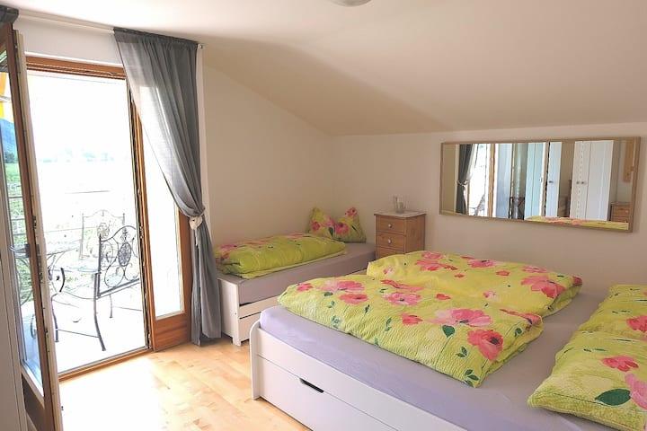 Villa Mirabilis - Sonnige Suite/Mansarde bei Meran