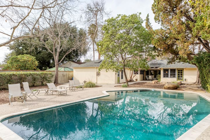 Huge Oasis Yard & Pool-Ranch Home with Guest House