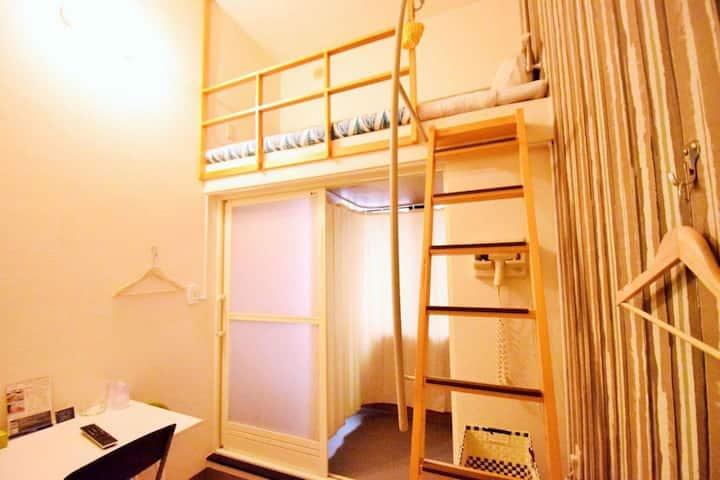 10 min walk to Kokusai Street! Loft bed non smoking / Wi-Fi