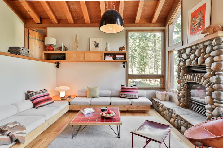 A Cabin by Heath, An Idyllic Escape in Lake Tahoe