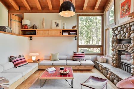 A Cabin by Heath, An Idyllic Escape in Lake Tahoe