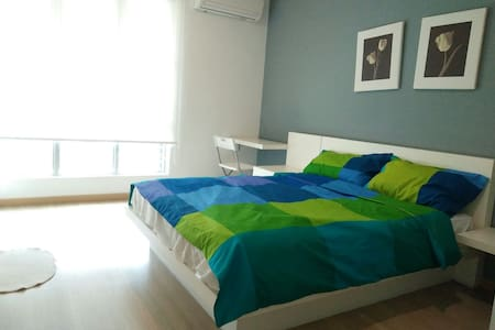 Clean, Cozy, Pastel Private Room - Apartment