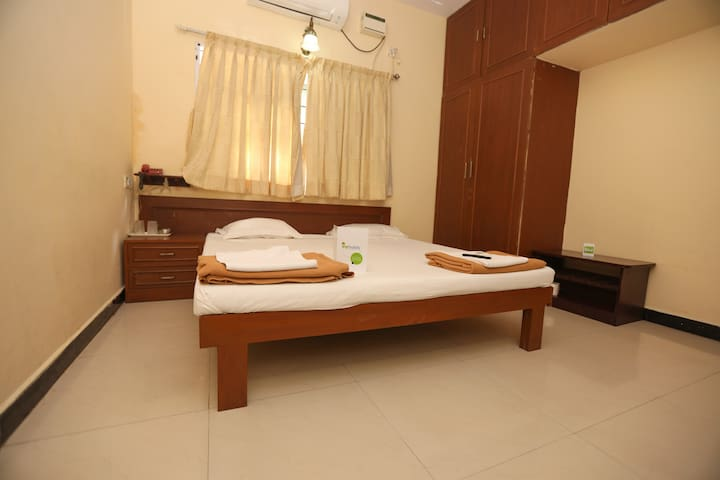 Couple Friendly Rooms In Villa Near ECR BEACH