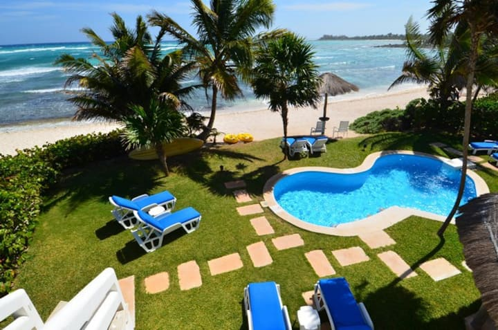 NEW to Airbnb! Beachfront villa w pool and kayaks!