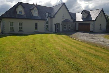 Beautiful Home near Ballymagarvey & Tayto Park