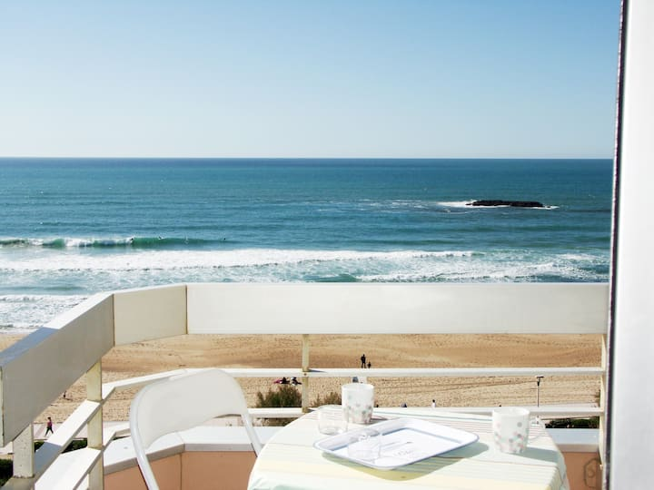 Biarritz ocean front condo with swiming pool