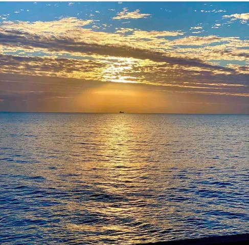 Sunrise 29/8/2019 photo taken by our guest Steve and Nicole from Memphis  Location Holloways Beach