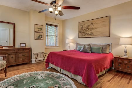 The comfortable Monarch Room