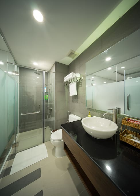 Modern and Chic Bathroom