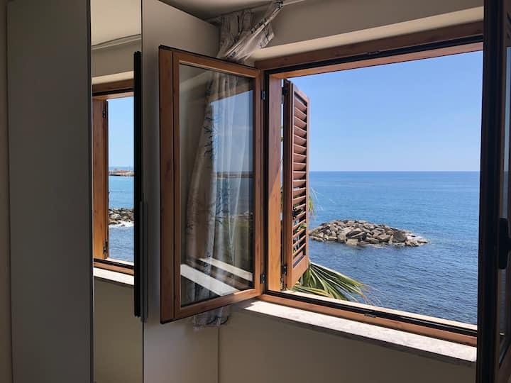 Acciaroli con vista: Monoblu La Terrazza nel mare