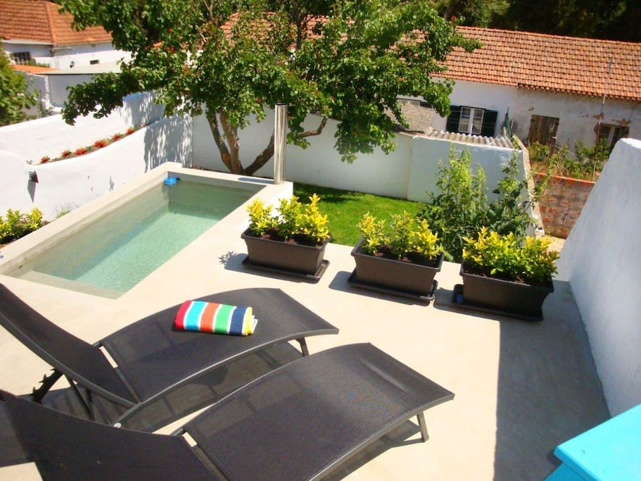 Swimming pool for some quick and refreshing baths, garden with a fruit tree, and lounging chairs to take advantage of Cascais beautiful weather and blue skies most of the year.