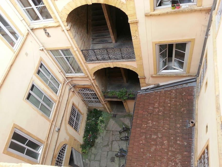 Cour vue de l'appartement