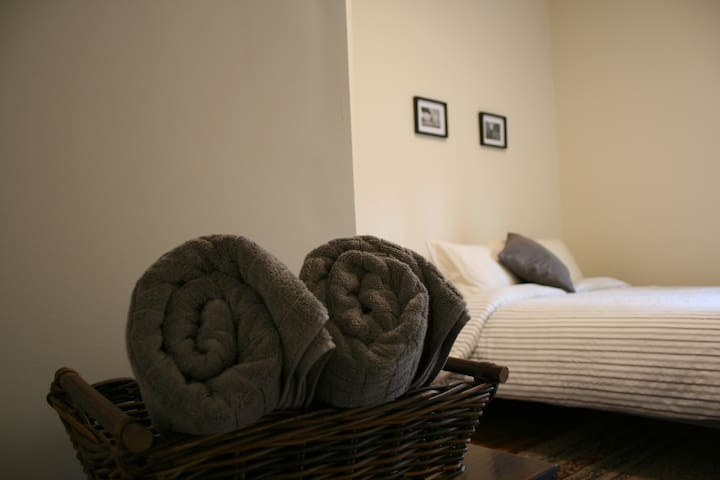 Cozy Queen Room in the heart of downtown Toronto!
